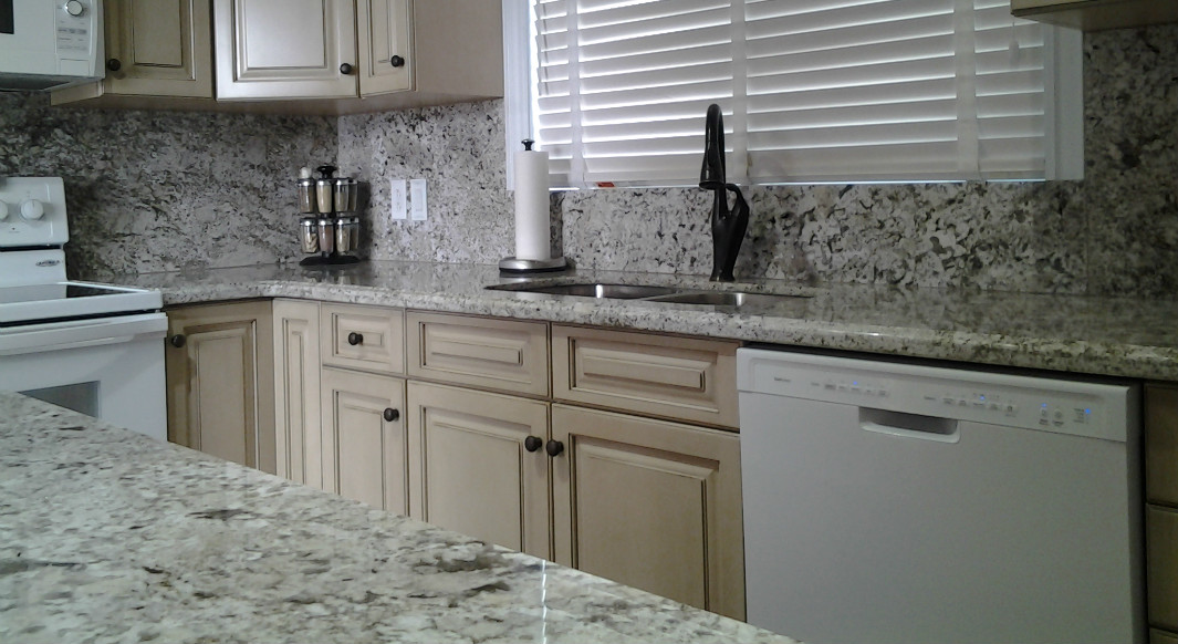 Bianca Crema with Ogee Edge Profile and Full Height Backsplash