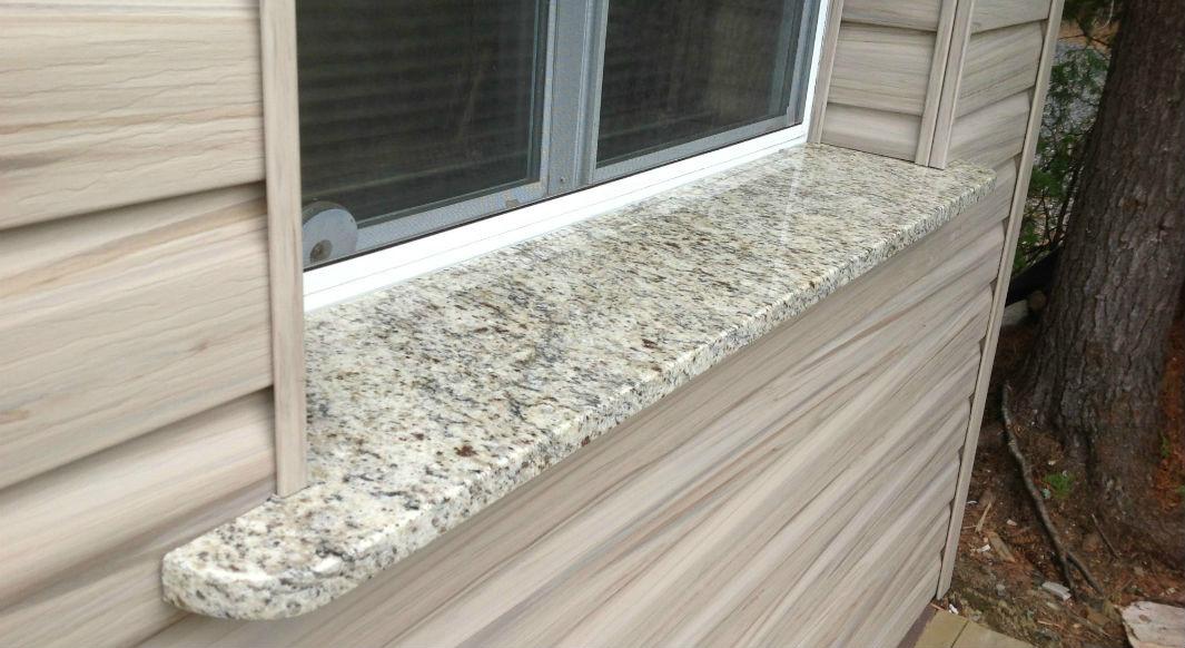 Giallo Ornamental Light Outdoor Windowsill