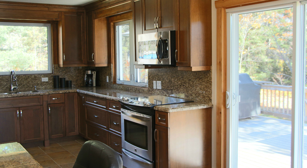 Giallo Ornamental with Ogee Profile and Full Height Backsplash