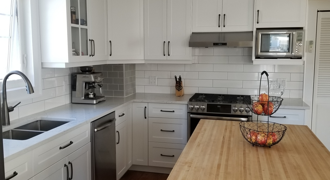 White Quartz Countertop with Flat Eased Edge